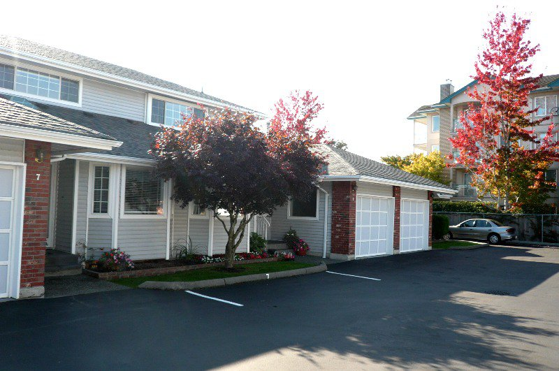 Main Photo: 8 5365 205 Street in Langley: Langley City Townhouse for sale : MLS®# F1226933