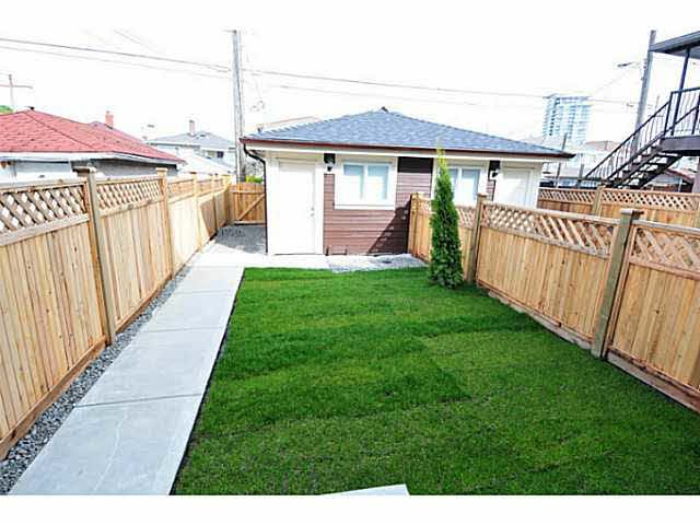 "Photo 5: Photos: 2187 E 34TH Avenue in Vancouver: Victoria VE House 1/2 Duplex for sale in ""DUPLEX"" (Vancouver East)  : MLS®# V1112839"
