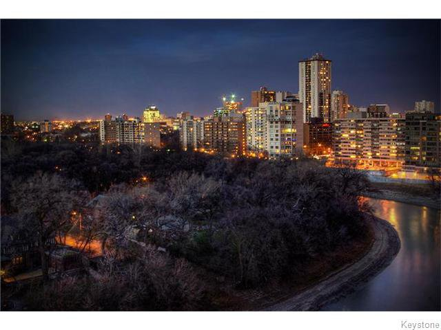 Photo 2: Photos: 323 Wellington Crescent in WINNIPEG: Fort Rouge / Crescentwood / Riverview Condominium for sale (South Winnipeg)  : MLS®# 1530275