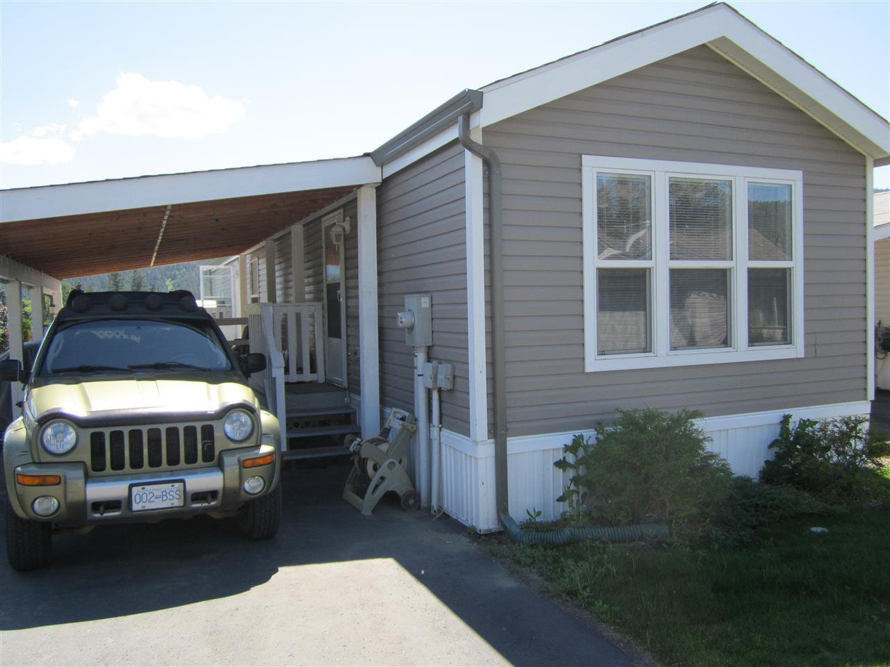 Main Photo: 302 JERSEY Place in Williams Lake: Williams Lake - City Manufactured Home for sale (Williams Lake (Zone 27))  : MLS®# R2025969