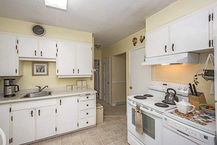 Photo 5: Photos: 701 REGAN Avenue in Coquitlam: Coquitlam West House for sale : MLS®# R2027263