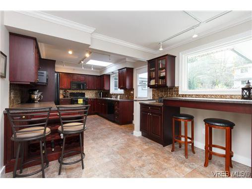 Photo 6: Photos: 8590 East Saanich Rd in NORTH SAANICH: NS Dean Park House for sale (North Saanich)  : MLS®# 720237