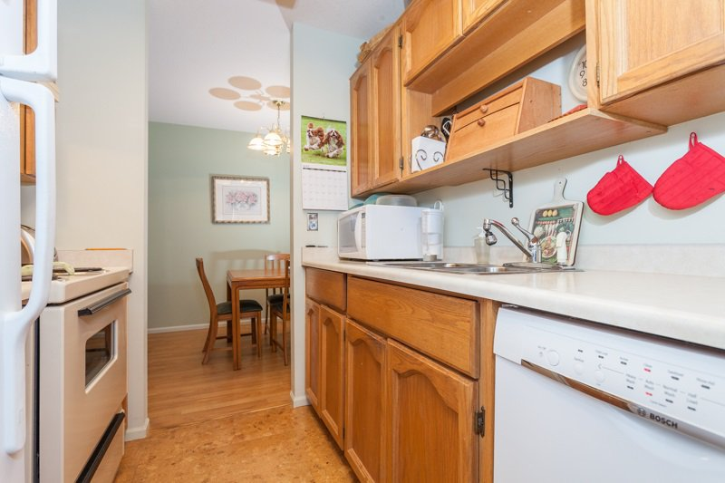 "Photo 4: Photos: 204 2239 152 Street in Surrey: Sunnyside Park Surrey Condo for sale in ""Semiahmoo Estates"" (South Surrey White Rock)  : MLS®# R2065495"