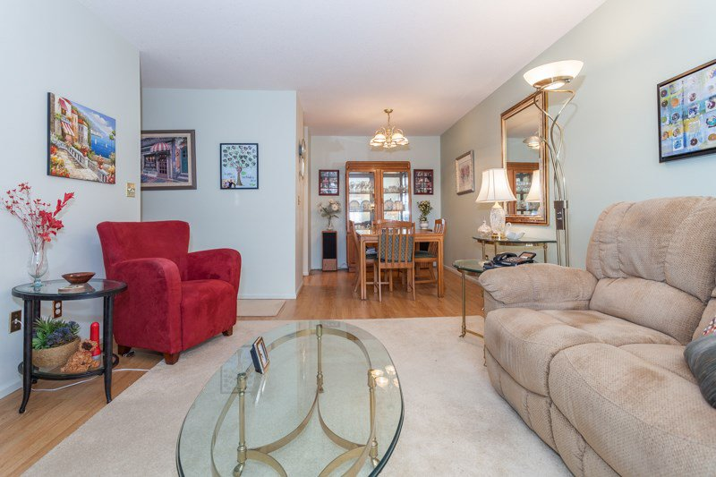 "Photo 10: Photos: 204 2239 152 Street in Surrey: Sunnyside Park Surrey Condo for sale in ""Semiahmoo Estates"" (South Surrey White Rock)  : MLS®# R2065495"