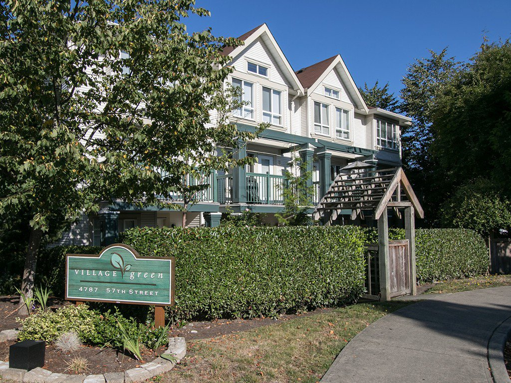 "Main Photo: 11 4787 57 Street in Delta: Delta Manor Townhouse for sale in ""VILLAGE GREEN"" (Ladner)  : MLS®# R2100058"
