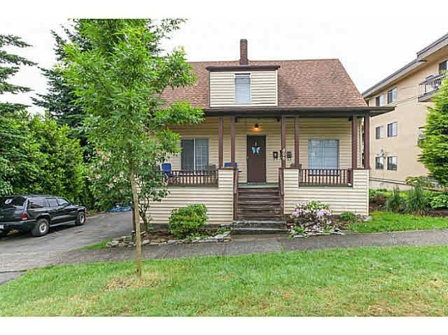 Main Photo: 406 ELEVENTH Street in New Westminster: Uptown NW House for sale : MLS®# R2136434