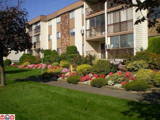 "Main Photo: 305 32119 OLD YALE Road in Abbotsford: Abbotsford West Condo for sale in ""Yale Manor"" : MLS®# R2143598"