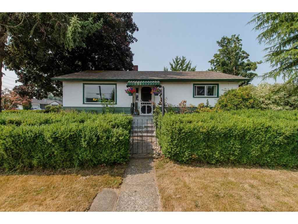 Main Photo: 9585 BROADWAY Street in Chilliwack: Chilliwack E Young-Yale House for sale : MLS®# R2196523