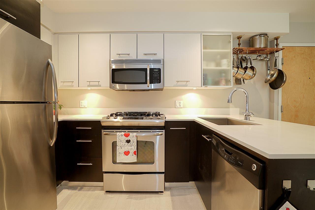 Photo 5: Photos: 405 935 W 16TH Street in North Vancouver: Hamilton Condo for sale : MLS®# R2204015