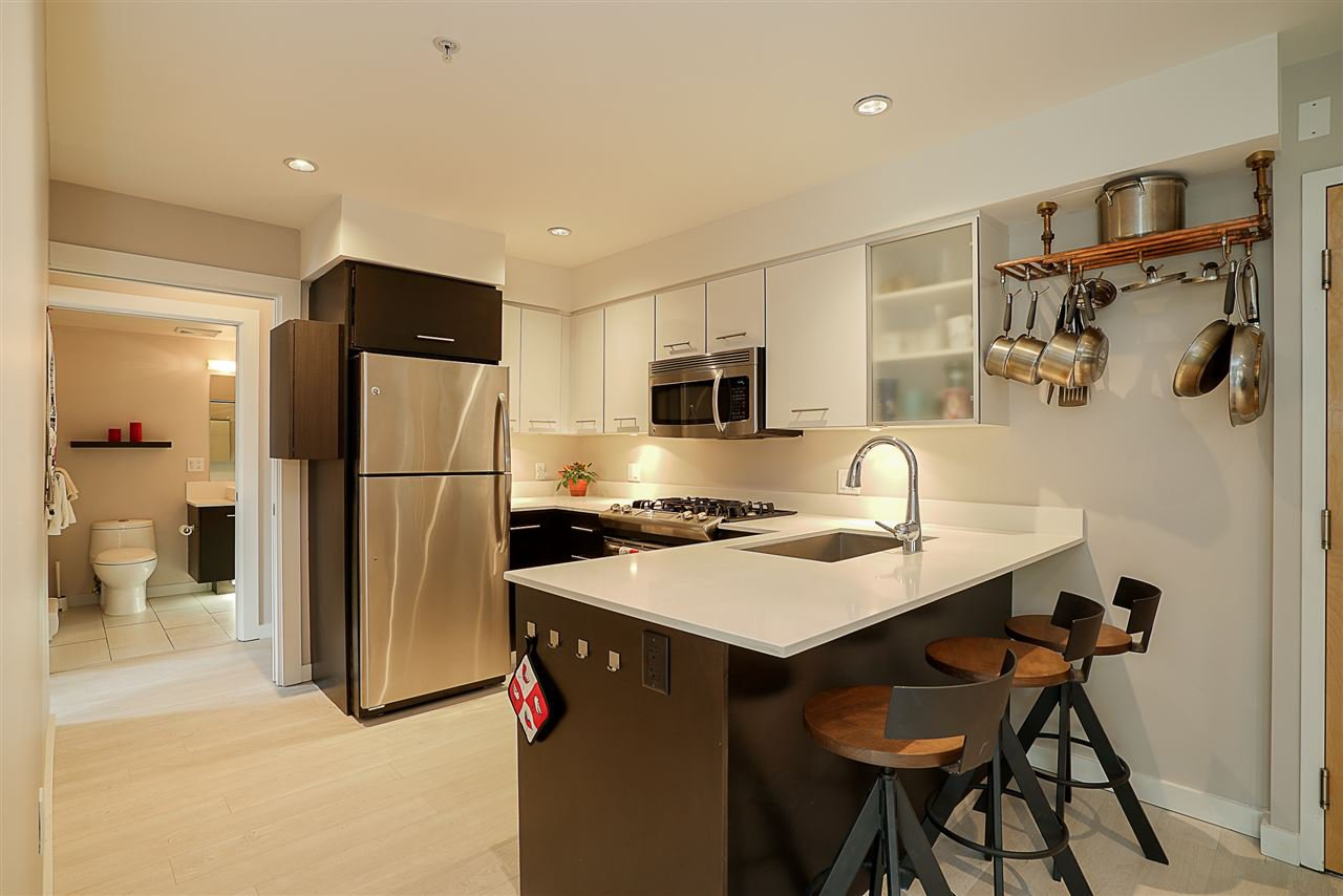 Photo 4: Photos: 405 935 W 16TH Street in North Vancouver: Hamilton Condo for sale : MLS®# R2204015
