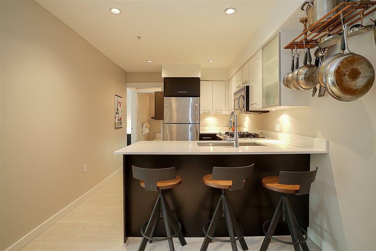 Photo 3: Photos: 405 935 W 16TH Street in North Vancouver: Hamilton Condo for sale : MLS®# R2204015