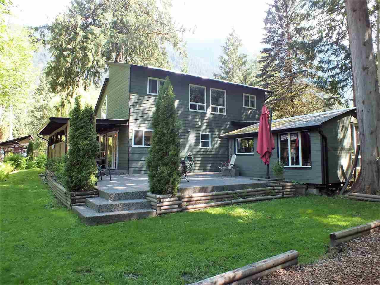 Main Photo: 66582 SUMMER Road in Hope: Hope Kawkawa Lake House for sale : MLS®# R2267491