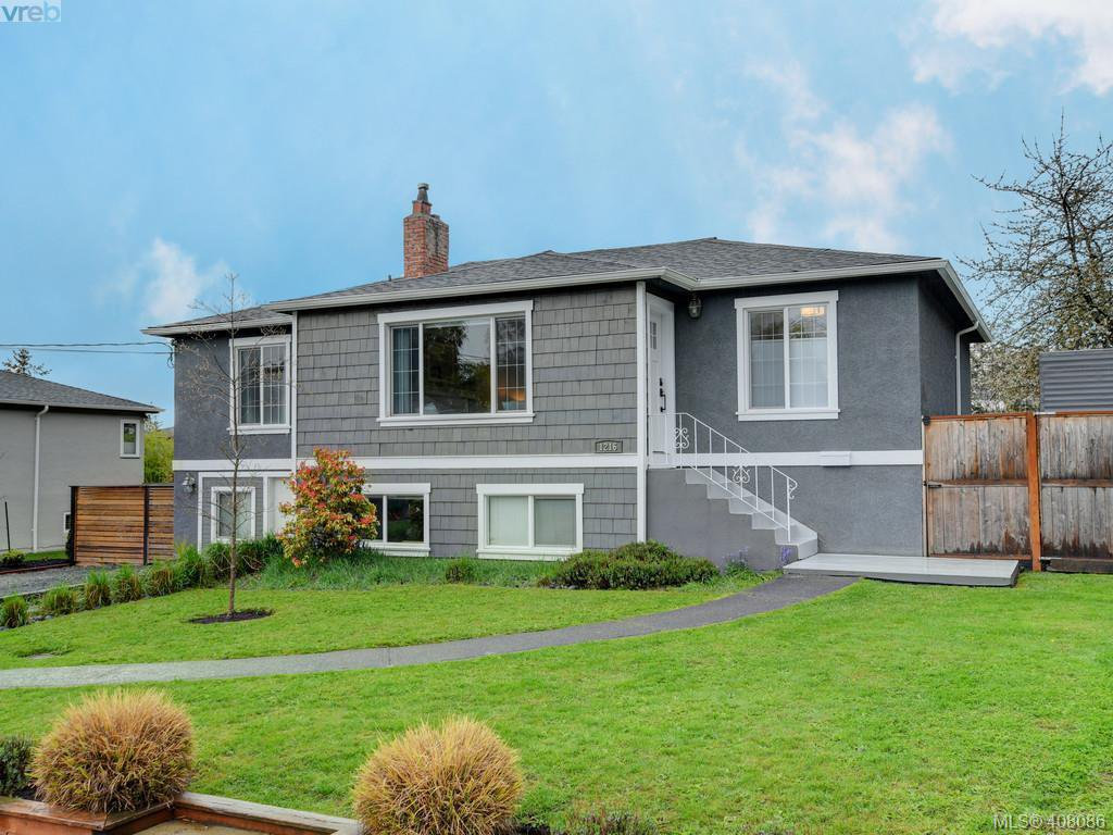 Main Photo: 1216 Pearce Cres in VICTORIA: SE Blenkinsop House for sale (Saanich East)  : MLS®# 811027