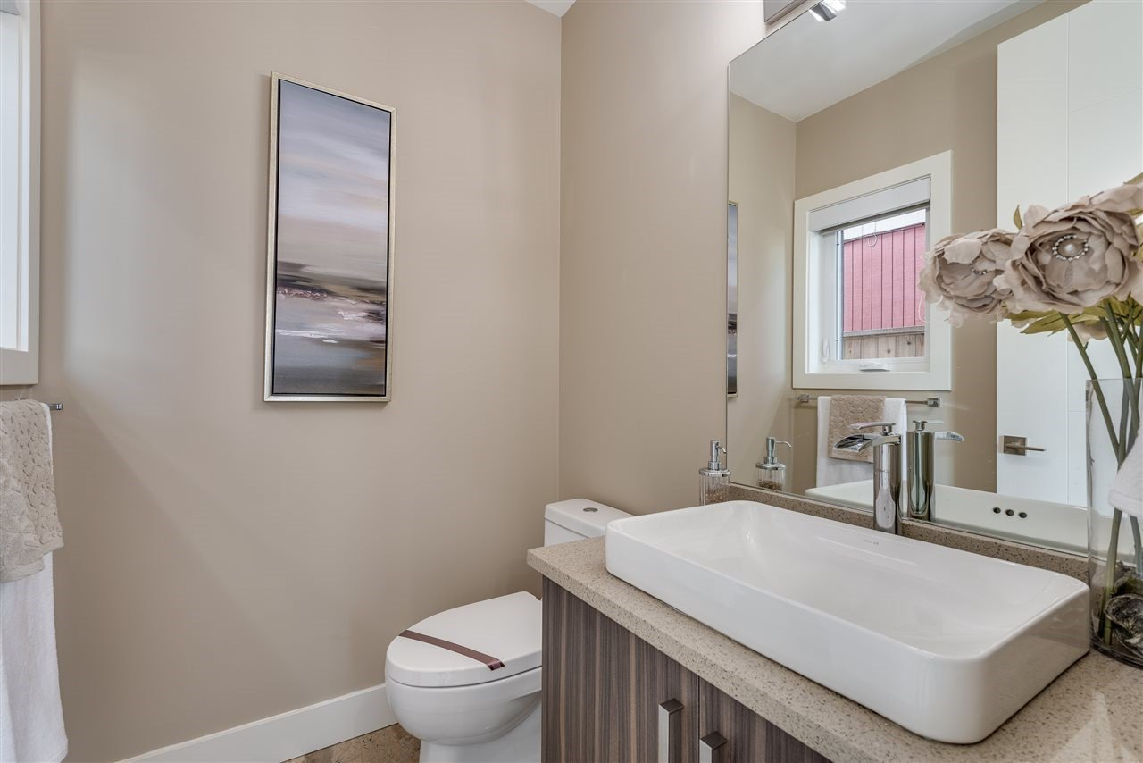 Photo 13: Photos: 316 E 4TH Street in North Vancouver: Lower Lonsdale House 1/2 Duplex for sale : MLS®# R2370138