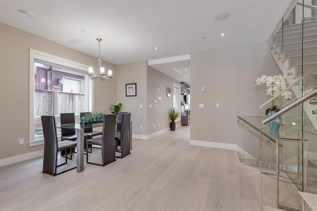 Photo 4: Photos: 316 E 4TH Street in North Vancouver: Lower Lonsdale House 1/2 Duplex for sale : MLS®# R2370138