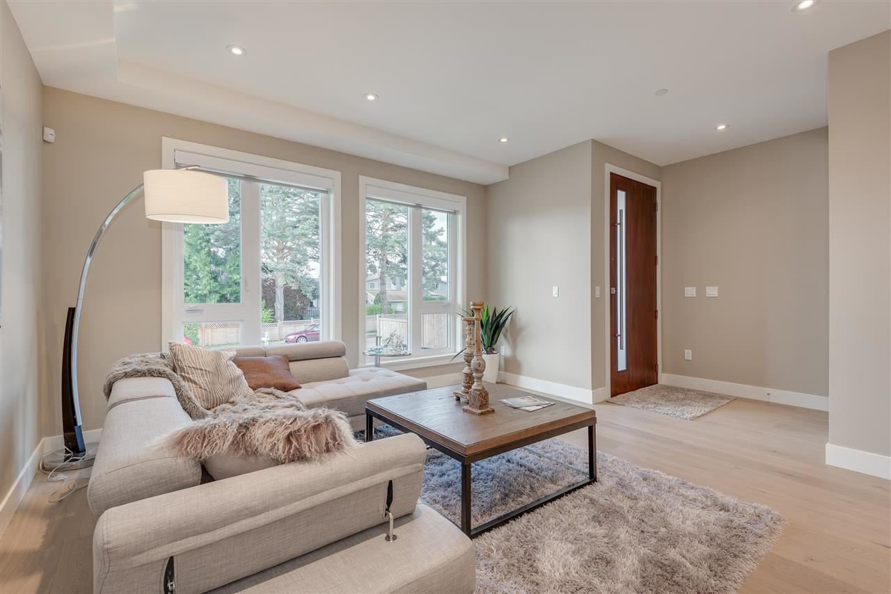 Photo 2: Photos: 316 E 4TH Street in North Vancouver: Lower Lonsdale House 1/2 Duplex for sale : MLS®# R2370138