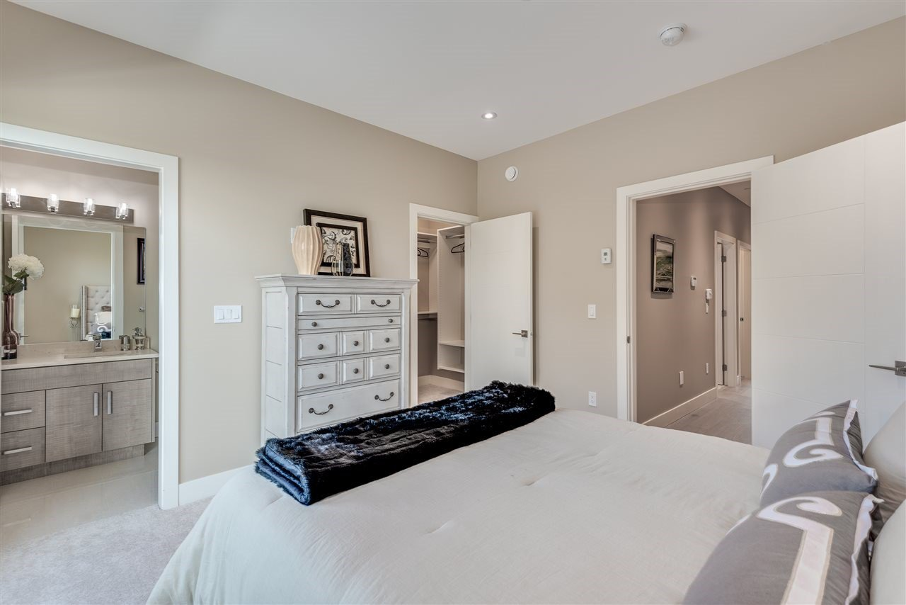 Photo 15: Photos: 316 E 4TH Street in North Vancouver: Lower Lonsdale House 1/2 Duplex for sale : MLS®# R2370138