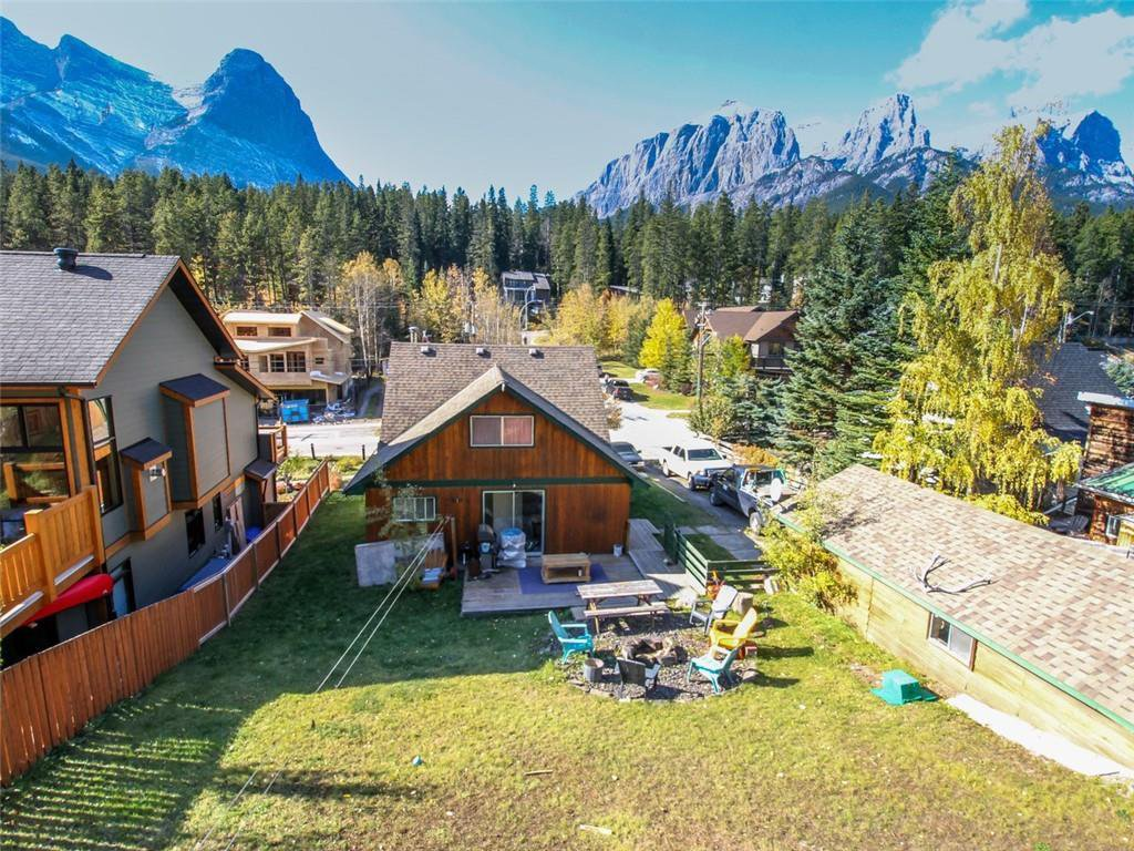Main Photo: 274 Three Sisters Drive: Canmore Detached for sale : MLS®# C4253079
