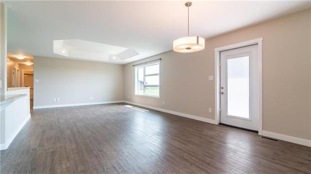 Photo 7: Photos: 74 ROCKRIDGE Drive in Blumenort: R16 Residential for sale : MLS®# 1921809