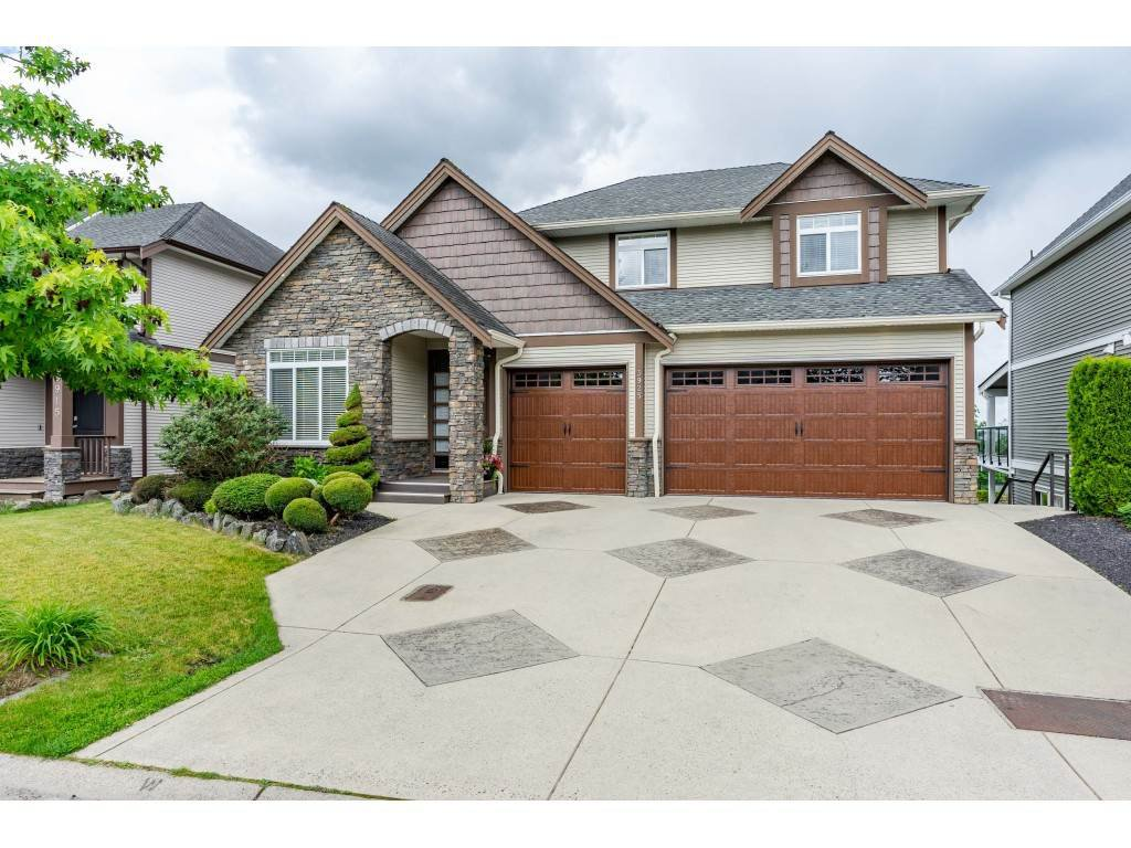 Main Photo: 3925 CAVES Court in Abbotsford: Abbotsford East House for sale : MLS®# R2402814