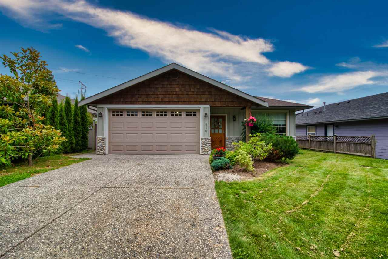 Main Photo: 810 WIREN Way in Gibsons: Gibsons & Area House for sale (Sunshine Coast)  : MLS®# R2470792