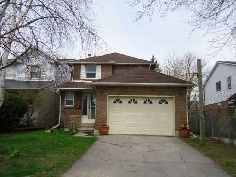 Main Photo: 135 Batson Drive in Aurora: Aurora Village House (2-Storey) for sale : MLS®# N2906633
