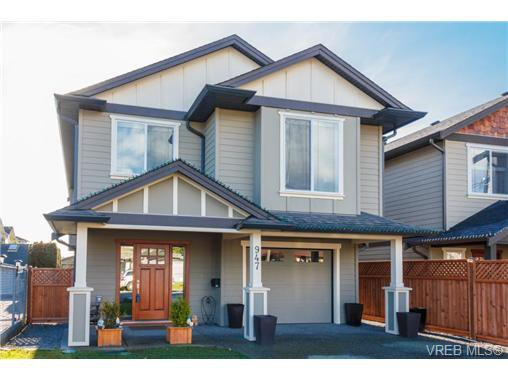 Main Photo: 947 Bray Ave in VICTORIA: La Langford Proper House for sale (Langford)  : MLS®# 690628