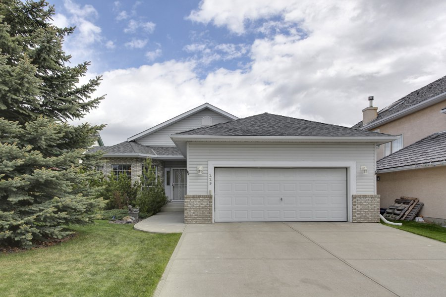 Main Photo: 229 Valley Ridge Green NW in Calgary: Bungalow for sale : MLS®# C3621000