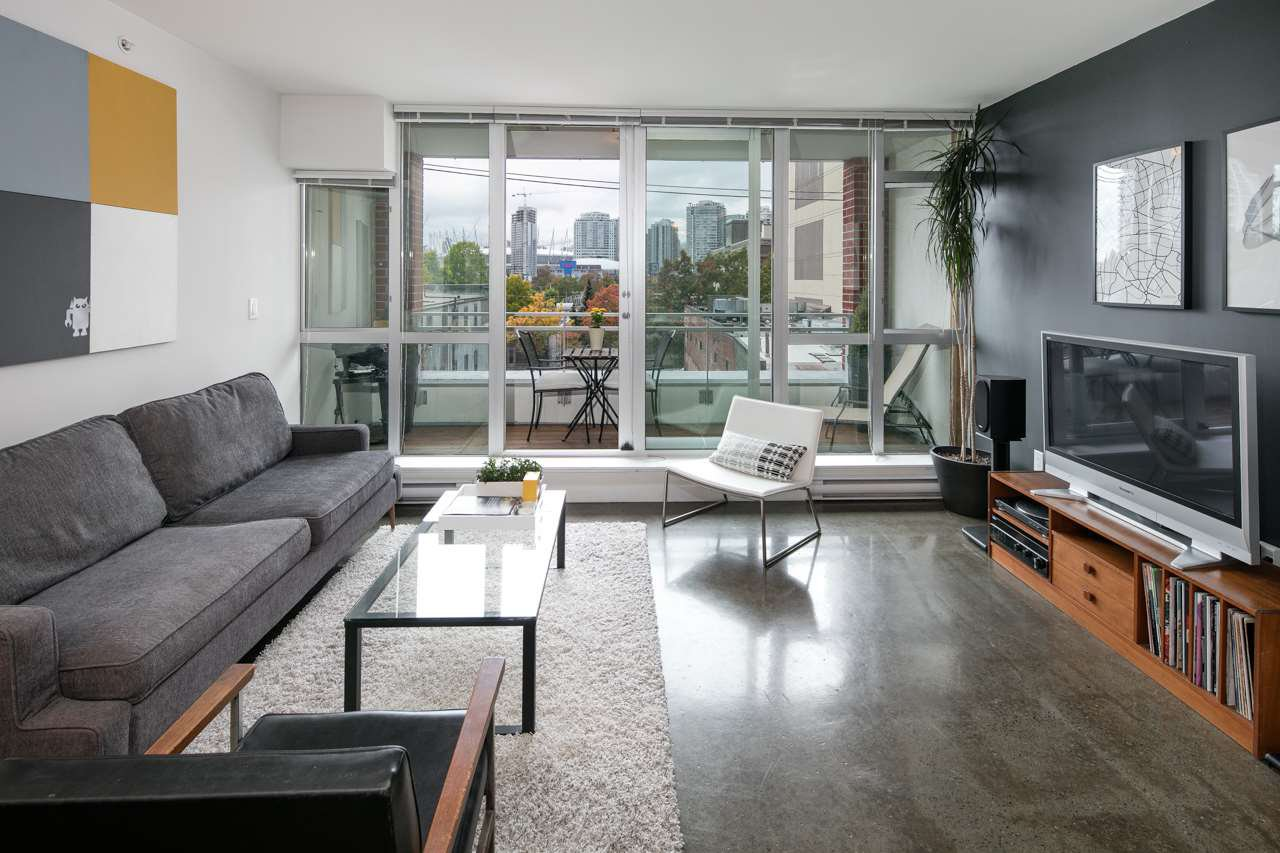 "Main Photo: 405 221 UNION Street in Vancouver: Mount Pleasant VE Condo for sale in ""V6A"" (Vancouver East)  : MLS®# R2115784"