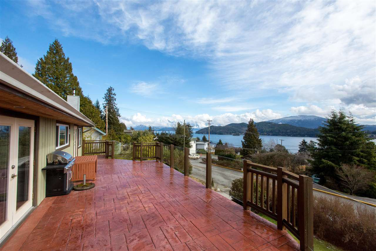 Main Photo: 561 ABBS Road in Gibsons: Gibsons & Area House for sale (Sunshine Coast)  : MLS®# R2144785