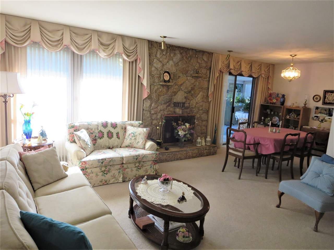 Photo 2: Photos: 10560 HOGARTH Drive in Richmond: Woodwards House for sale : MLS®# R2213924