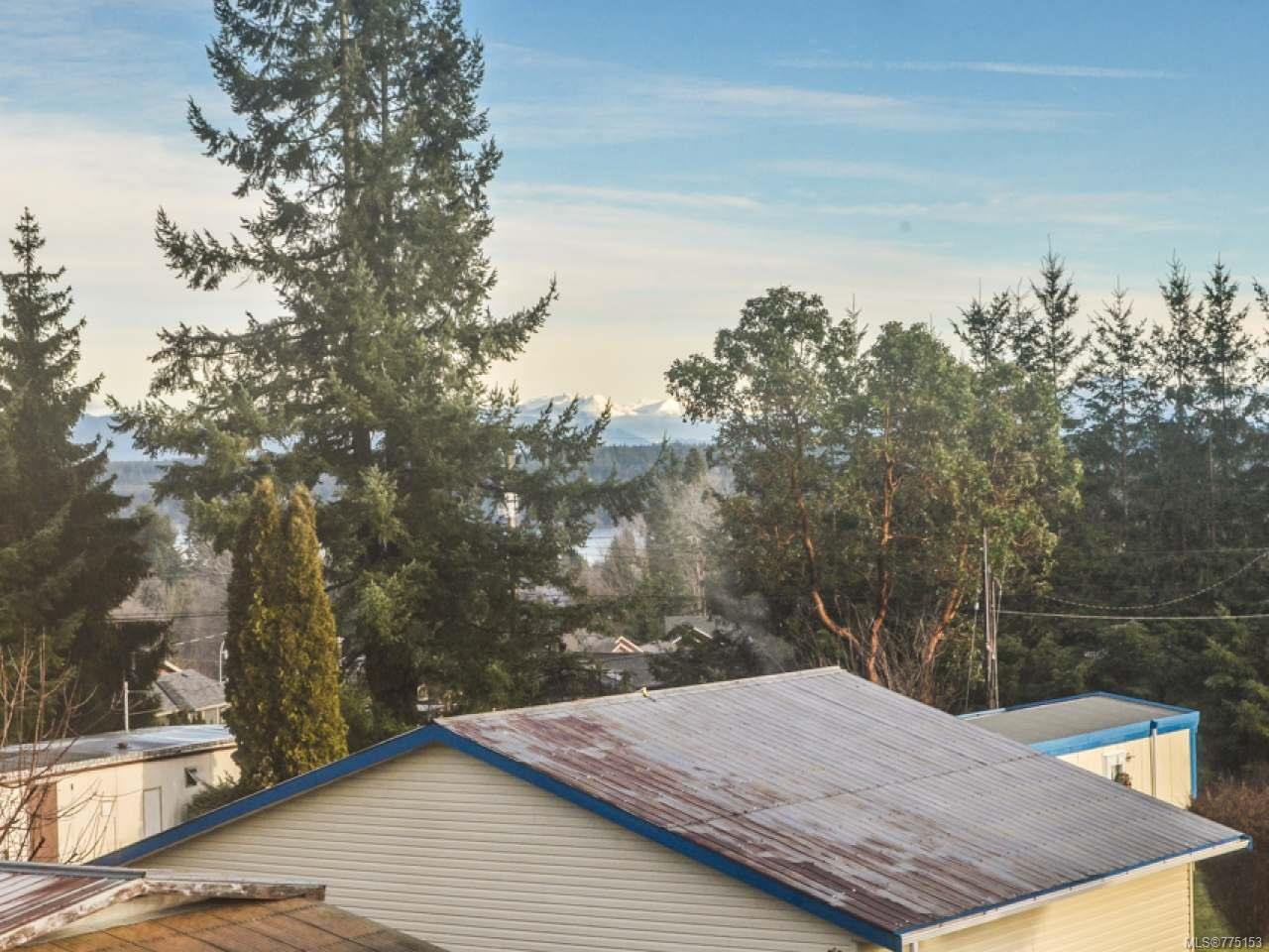 Photo 3: Photos: 2 595 Petersen Rd in CAMPBELL RIVER: CR Campbell River West Half Duplex for sale (Campbell River)  : MLS®# 775153