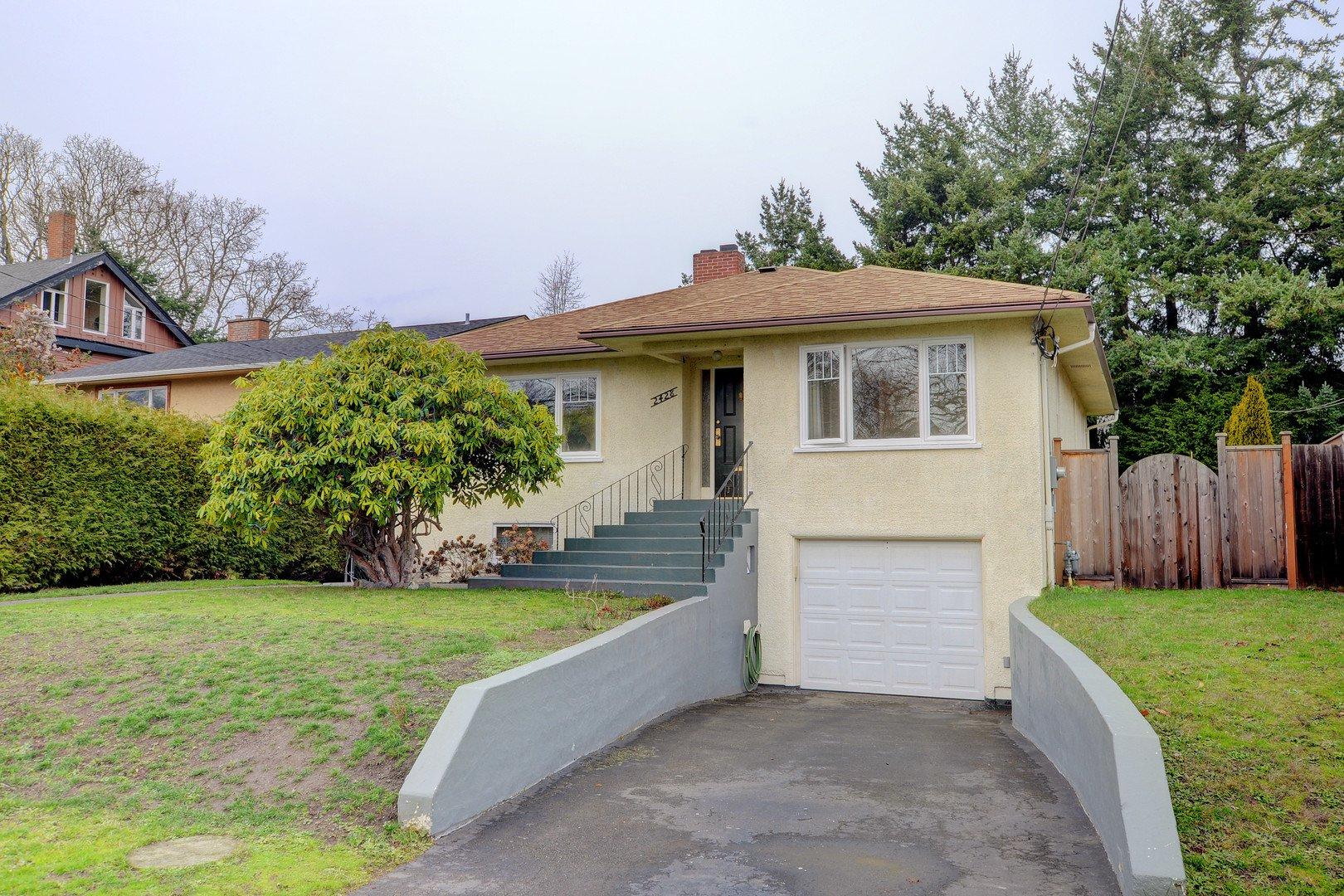 Main Photo: 2428 Dalhousie St in VICTORIA: OB Estevan Single Family Detached for sale (Oak Bay)  : MLS®# 777022