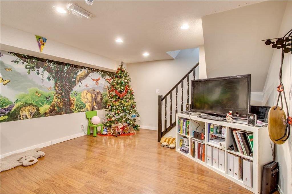 Photo 33: Photos: 111 ERIN RIDGE Road SE in Calgary: Erin Woods House for sale : MLS®# C4162823