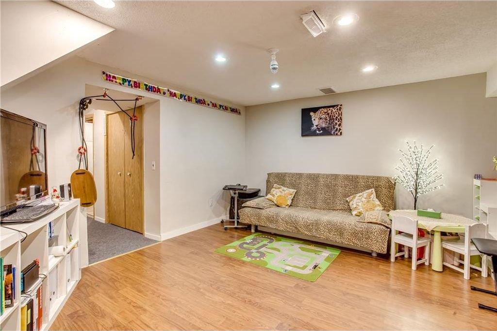 Photo 31: Photos: 111 ERIN RIDGE Road SE in Calgary: Erin Woods House for sale : MLS®# C4162823