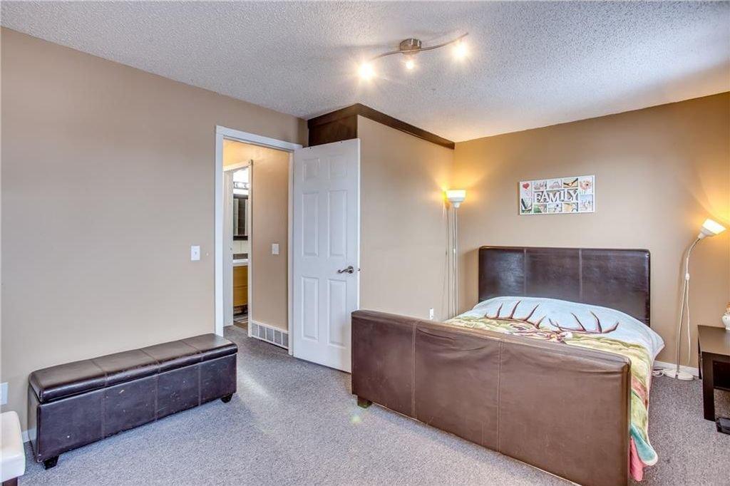 Photo 28: Photos: 111 ERIN RIDGE Road SE in Calgary: Erin Woods House for sale : MLS®# C4162823