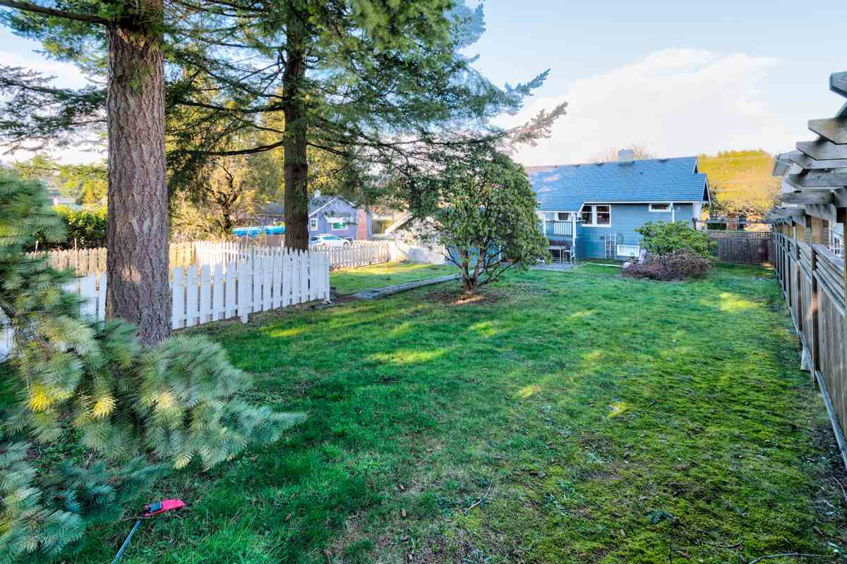 """Photo 19: Photos: 834 FOURTH Street in New Westminster: GlenBrooke North House for sale in """"GLENBROOKE NORTH"""" : MLS®# R2245294"""