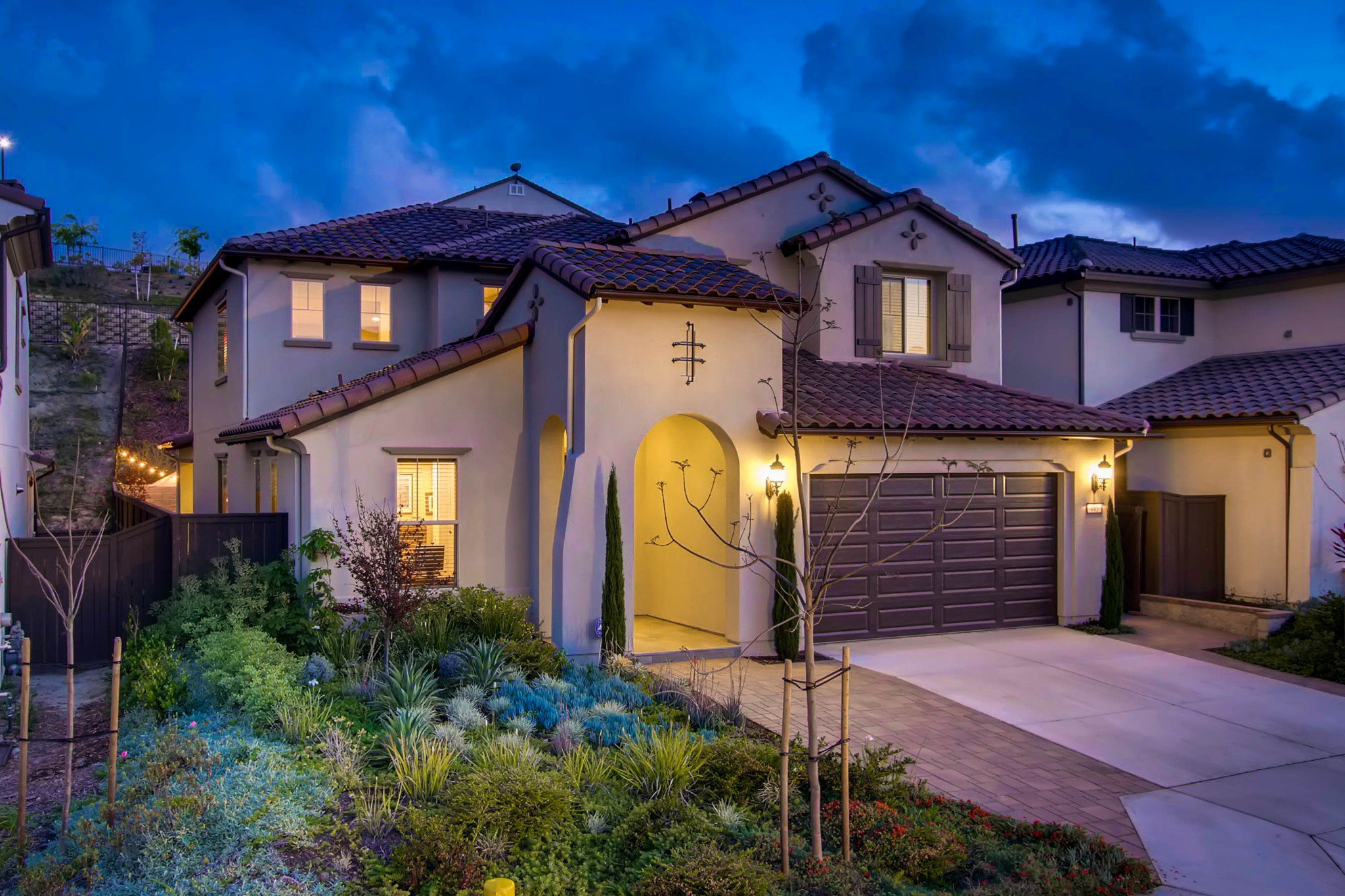 Main Photo: Residential for sale : 5 bedrooms : 443 Machado Way in Vista