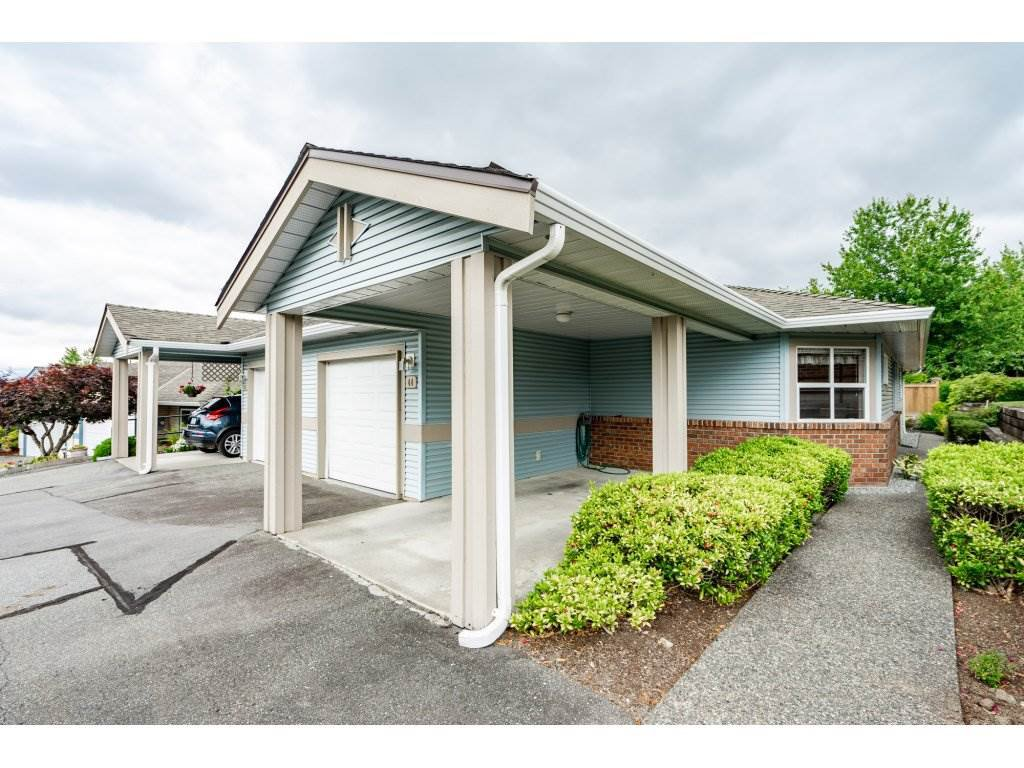 "Main Photo: 44 8889 212 Street in Langley: Walnut Grove Townhouse for sale in ""Garden Terrace"" : MLS®# R2282624"