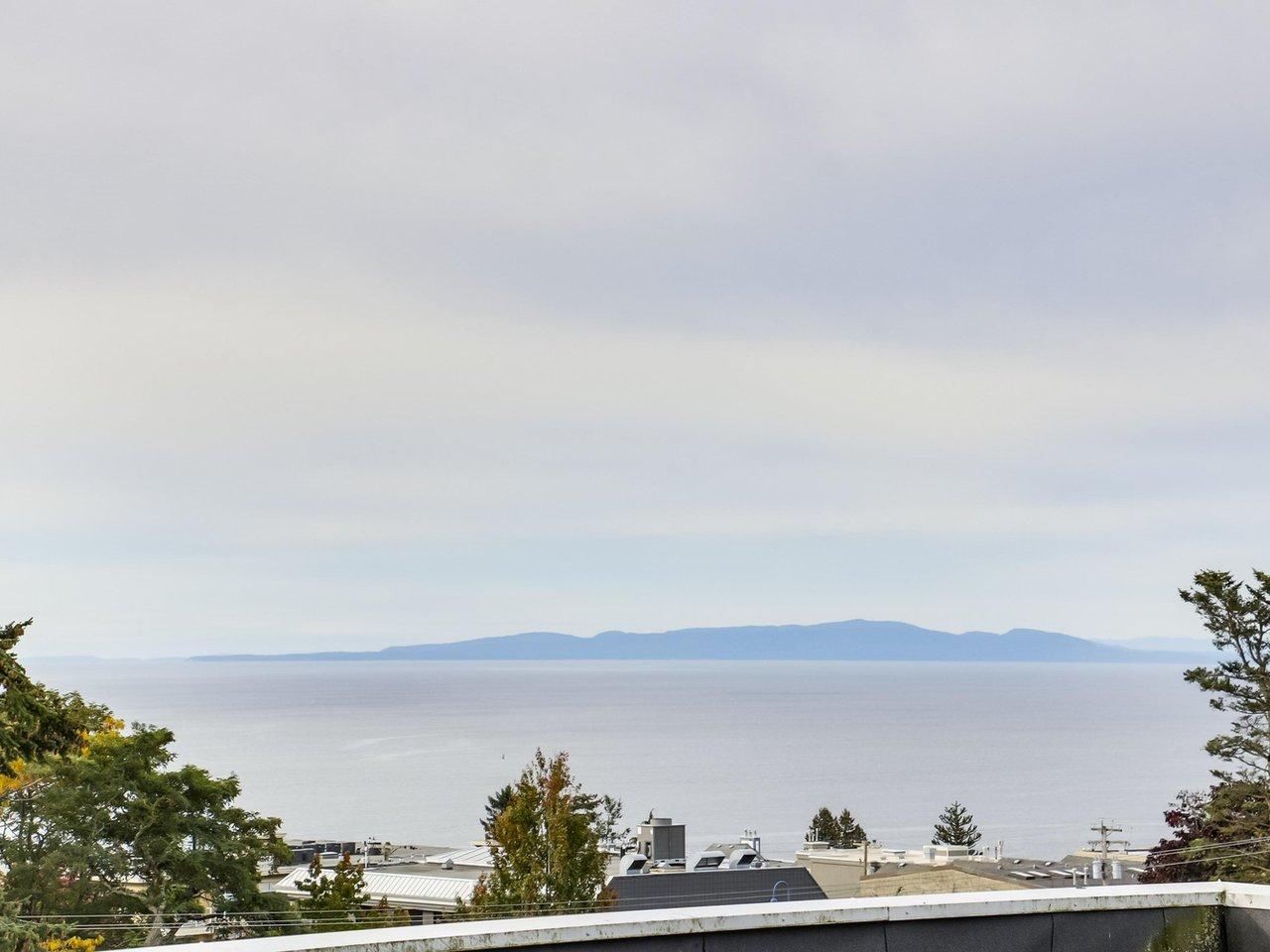 "Main Photo: 311 1341 GEORGE Street: White Rock Condo for sale in ""OCEANVIEW"" (South Surrey White Rock)  : MLS®# R2381098"