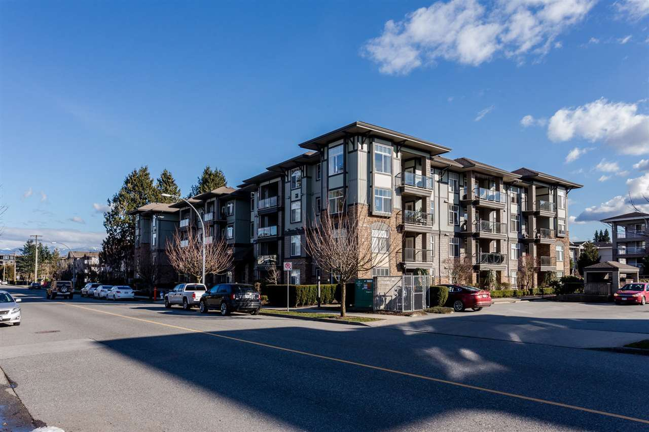 """Main Photo: 401 33338 MAYFAIR Avenue in Abbotsford: Central Abbotsford Condo for sale in """"The Sterling"""" : MLS®# R2384664"""