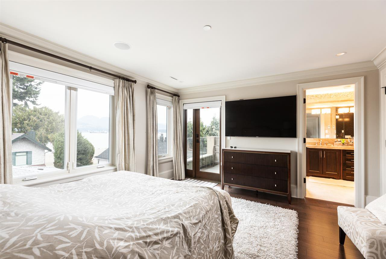 Photo 10: Photos: 4639 SIMPSON Avenue in Vancouver: Point Grey House for sale (Vancouver West)  : MLS®# R2412221
