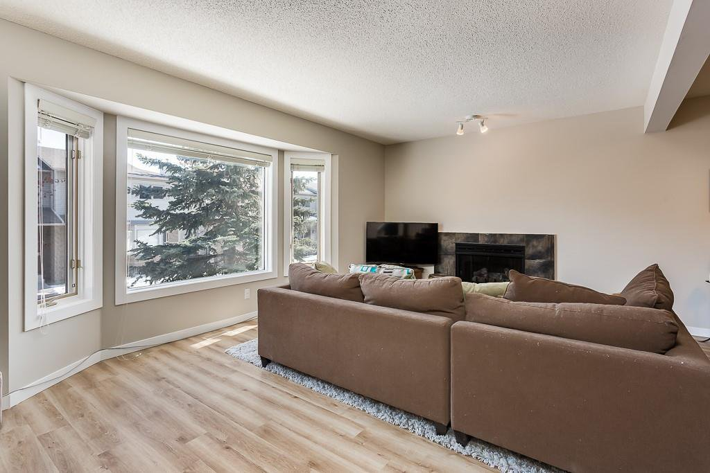 Photo 4: Photos: 198 Patina Park SW in Calgary: Patterson Row/Townhouse for sale : MLS®# C4303125