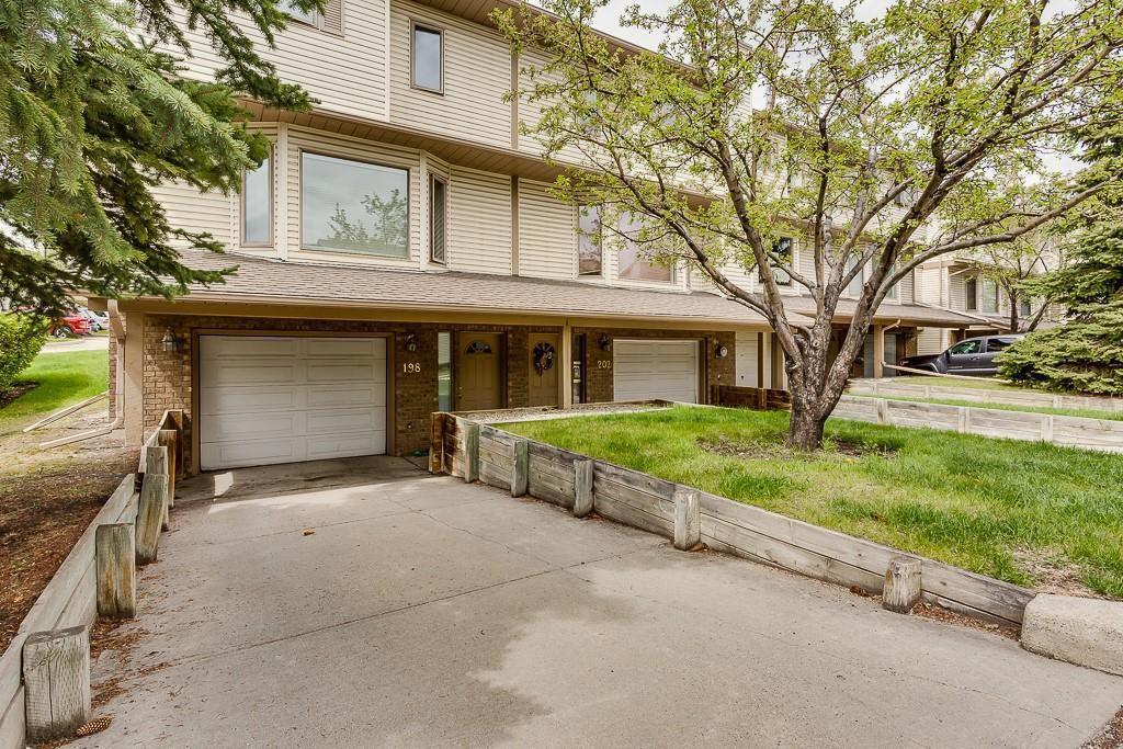 Photo 1: Photos: 198 Patina Park SW in Calgary: Patterson Row/Townhouse for sale : MLS®# C4303125