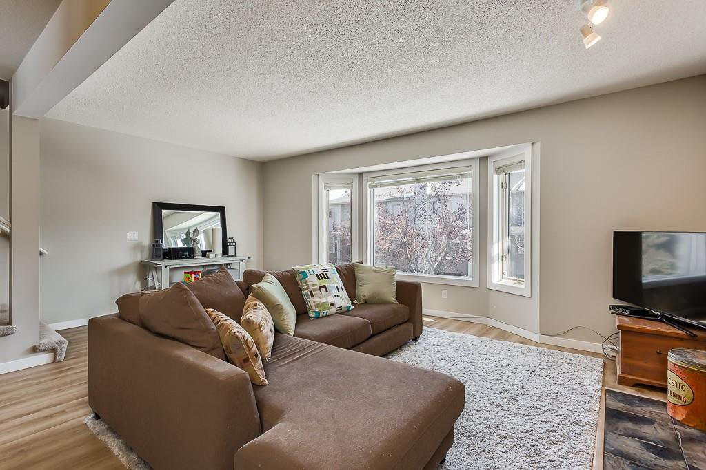 Photo 5: Photos: 198 Patina Park SW in Calgary: Patterson Row/Townhouse for sale : MLS®# C4303125