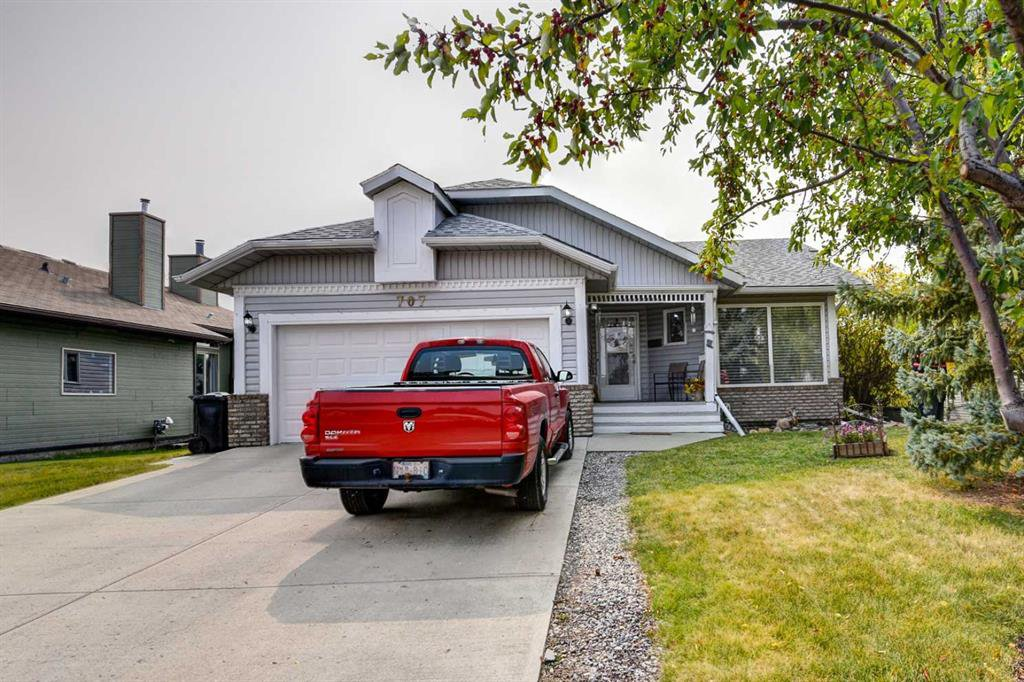 Main Photo: 707 HIGH COUNTRY Drive NW: High River Detached for sale : MLS®# A1035309