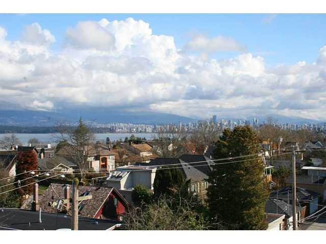 """Main Photo: 405 4375 W 10TH Avenue in Vancouver: Point Grey Condo for sale in """"THE VARSITY"""" (Vancouver West)  : MLS®# V916093"""