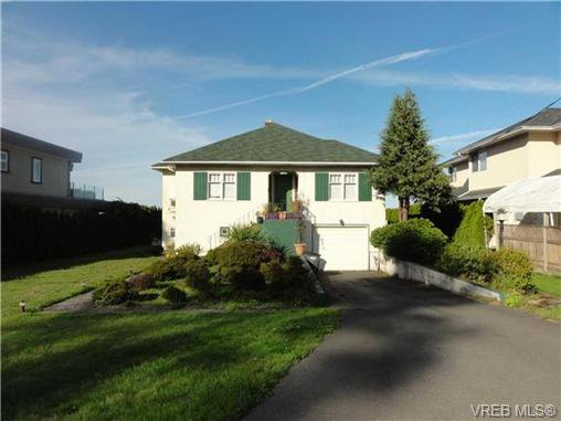 Main Photo: 1586 Mileva Lane in VICTORIA: SE Gordon Head Single Family Detached for sale (Saanich East)  : MLS®# 362041