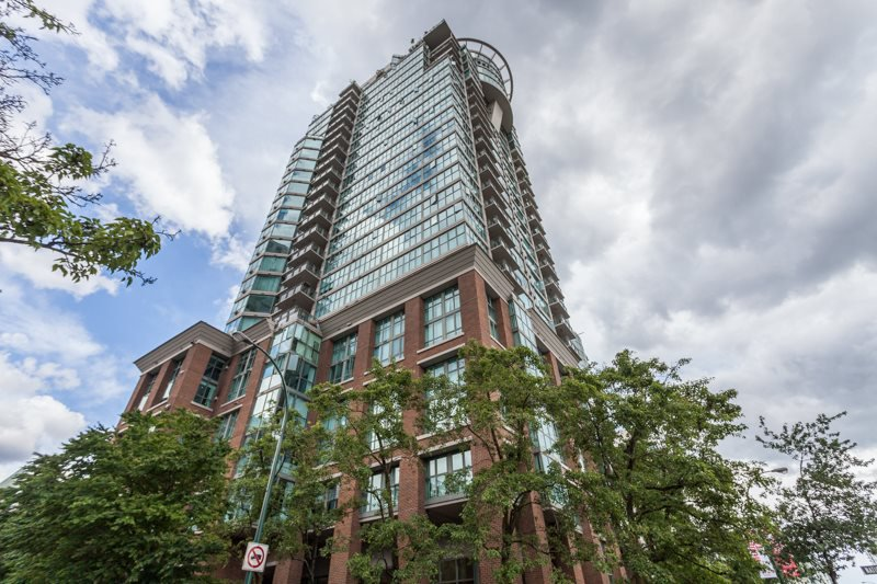 Main Photo: 2205 1128 QUEBEC Street in Vancouver: Mount Pleasant VE Condo for sale (Vancouver East)  : MLS®# R2079685