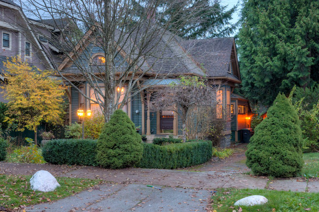 "Photo 97: Photos: 214 FOURTH Avenue in New Westminster: Queens Park House for sale in ""QUEENS PARK"" : MLS®# R2136258"